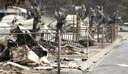 Vatrogasci napreduju u borbi sa požarima u Kaliforniji 13