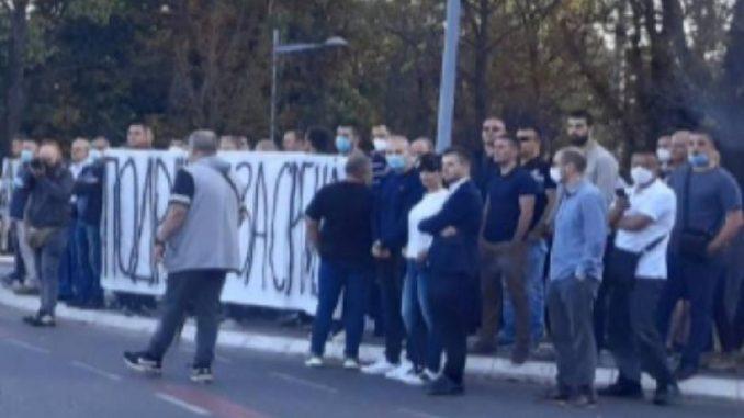 """Naprednjaci """"spontano"""" ispratili predsednika Vučića na dalek put 1"""