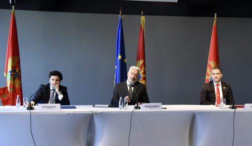 Komersant: Nedoumice oko sporazuma crnogorske opozicije 13