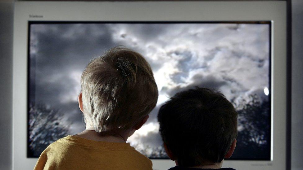 deca gledaju televiziju