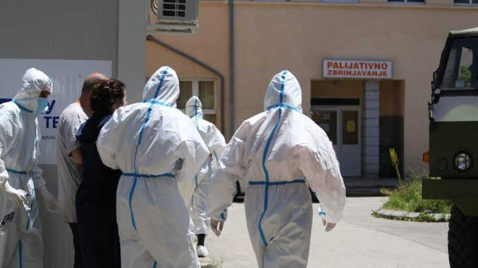 Korona virus i zdravstveni radnici: Kolika im je plata i kakav tretman imaju kada se razbole od Kovida-19 5