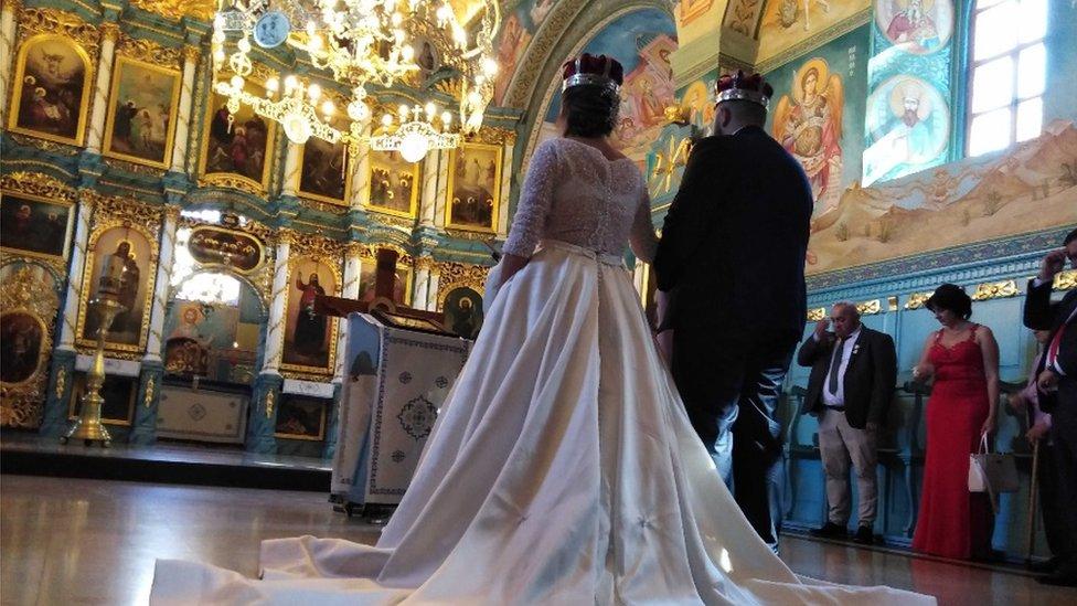 Tradicionalna venčanja u vreme korone postala su retkost