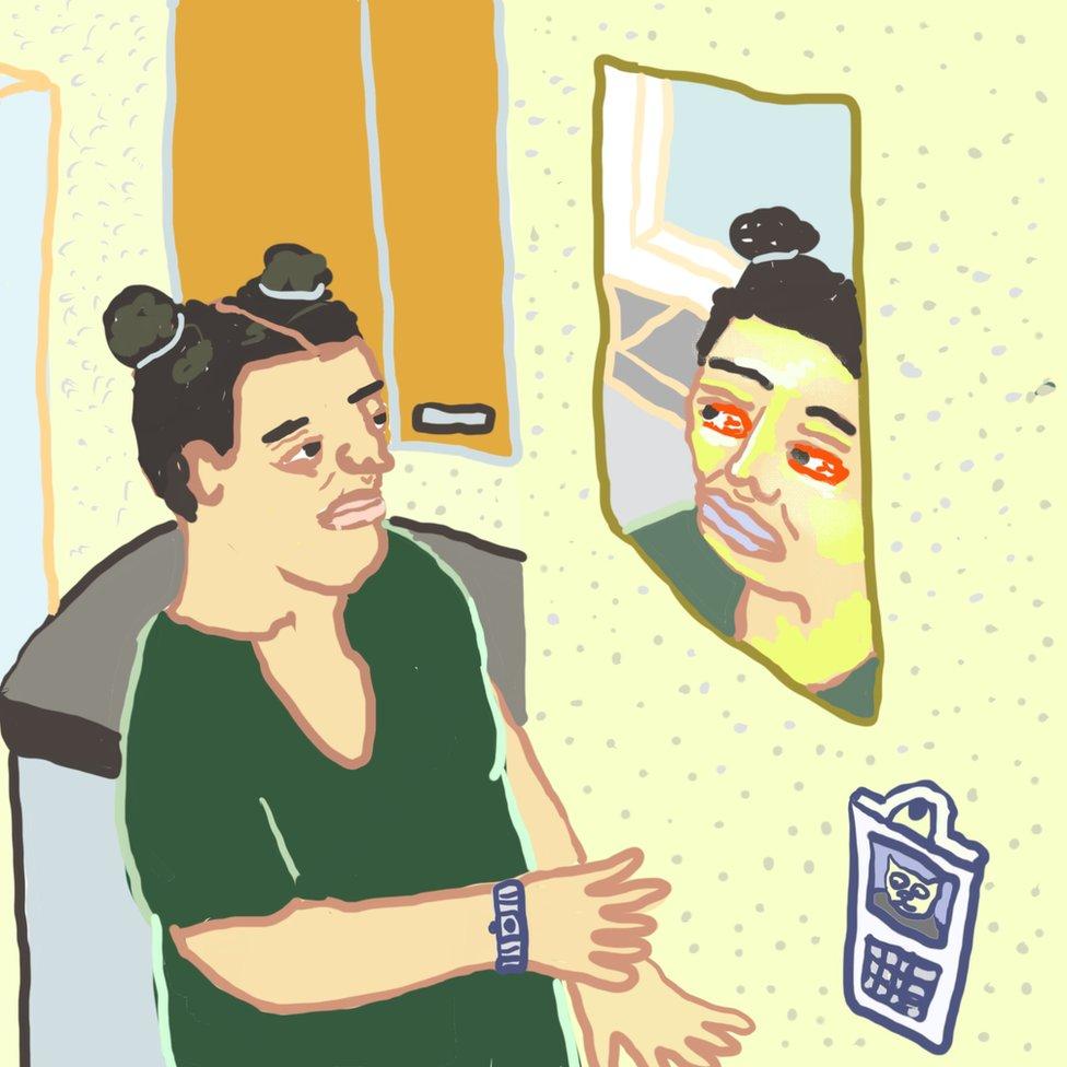 Ilustracija: Monik se gleda u ogledalu