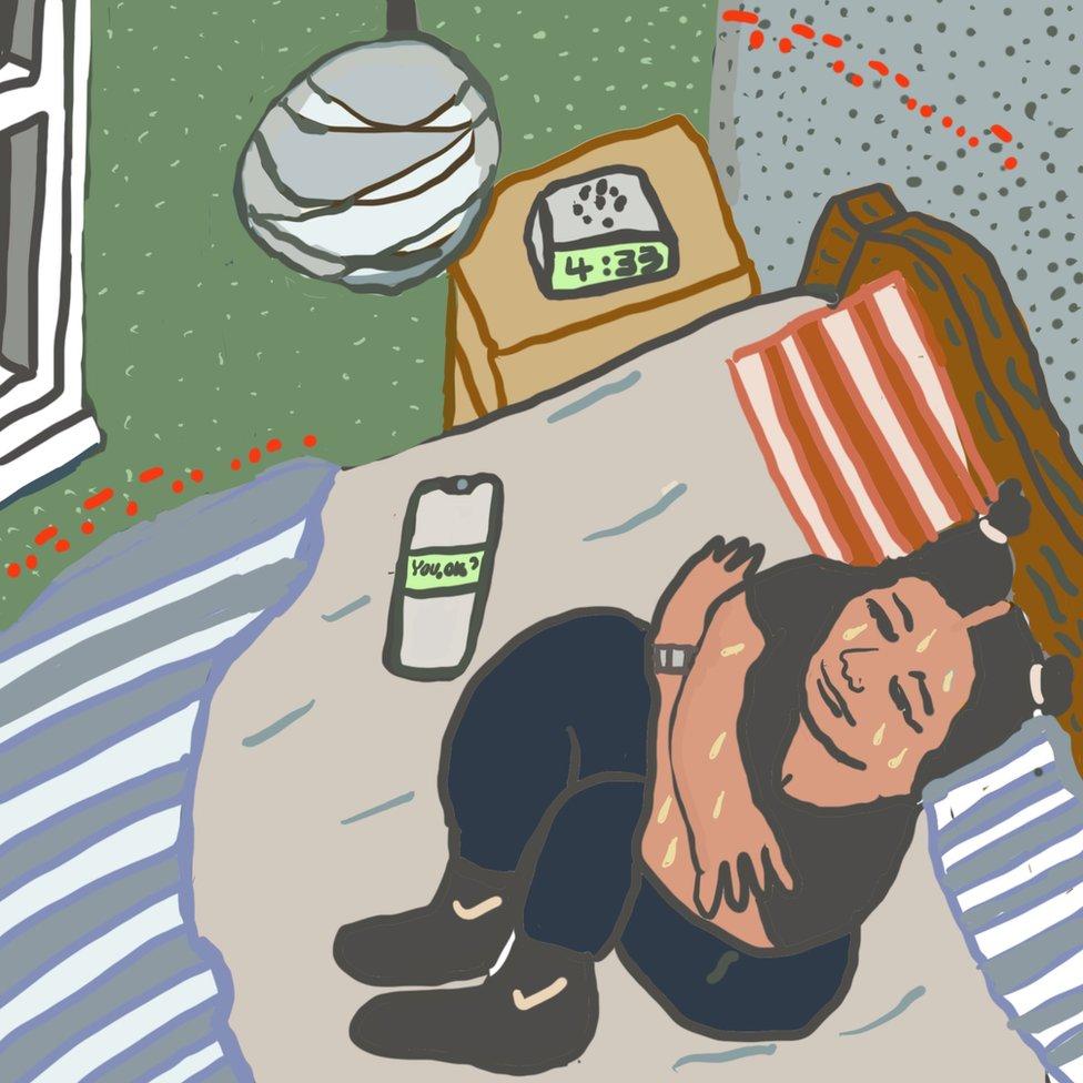 Ilustracija: Monika drhti u krevetu kasno uveče