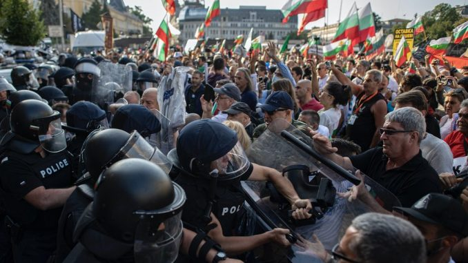 Protesti u Bugarskoj: Od plaže u Burgasu do nasilja pred Narodnom skupštinom u Sofiji 4
