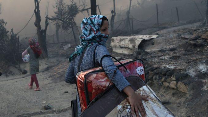Migranti u Grčkoj: Požar uništio kamp na ostrvu Lezbos 2