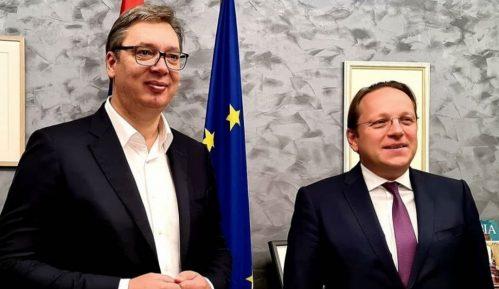Vučić u Briselu razgovarao sa Varheljijem 6