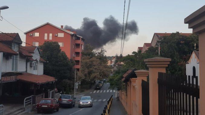 Požar u pogonu za reciklažu na Karaburmi lokalizovan 1