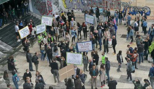 Protest zaposlenih na Filološkom fakultetu, traže da se nastavi izbor dekana (FOTO/VIDEO) 14