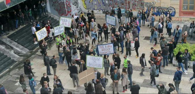 Protest zaposlenih na Filološkom fakultetu, traže da se nastavi izbor dekana (FOTO/VIDEO) 4