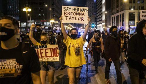 Protesti u SAD zbog odluke suda vezano za slučaj Brijane Tejlor, ranjena dva policajca 3