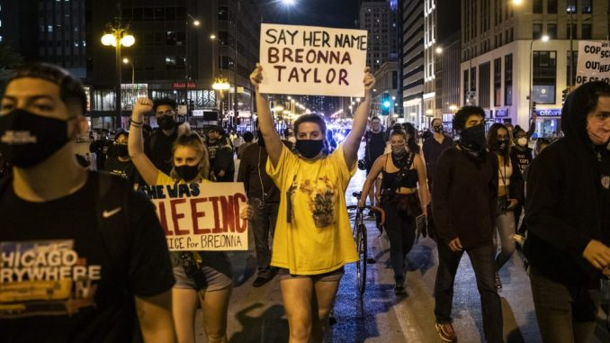 Protesti u SAD zbog odluke suda vezano za slučaj Brijane Tejlor, ranjena dva policajca 4