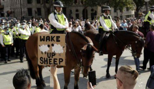 U Londonu protest protiv restrikcija za suzbijanje korona virusa 11