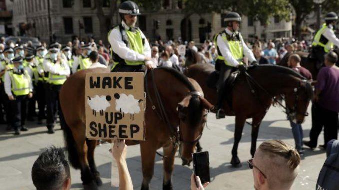 U Londonu protest protiv restrikcija za suzbijanje korona virusa 1