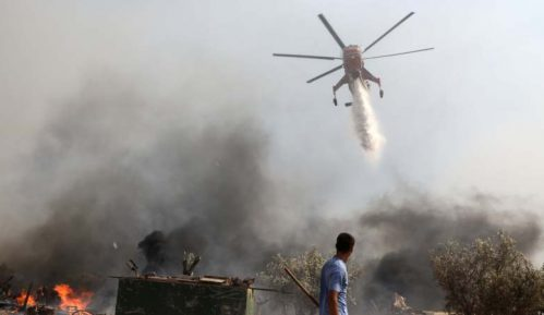 Vatrogasci se bore protiv šumskog požara blizu Atine 2