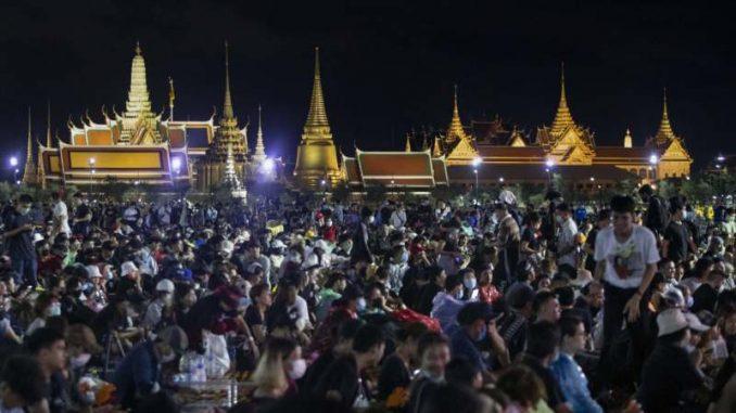 Hiljade demonstranata na ulicama Bangkoka za nove izbore i reformu monarhije 2