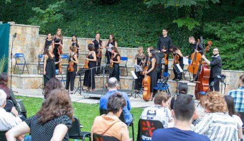 Ponoćni koncert orkestra Muzikon 25. septembra na terasi Kvake 22 1