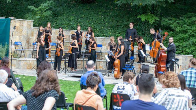 Ponoćni koncert orkestra Muzikon 25. septembra na terasi Kvake 22 3
