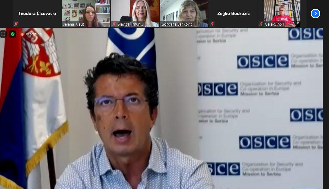 Predstavljen izveštaj o stanju u manjinskim medijima u Srbiji 1
