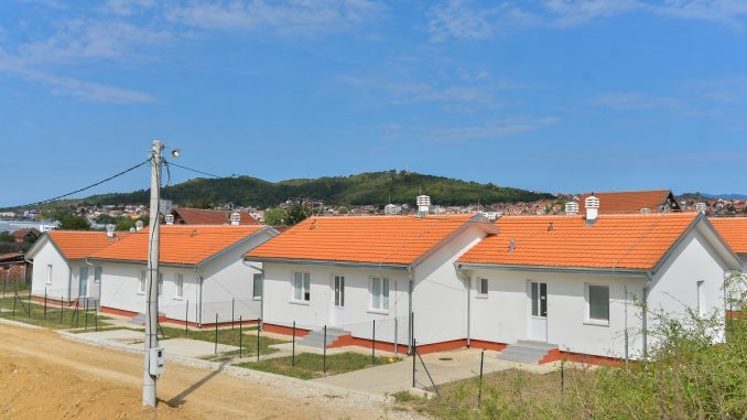 Uz podršku EU, 12 romskih porodica u Prokuplju dobilo nove stanove 1