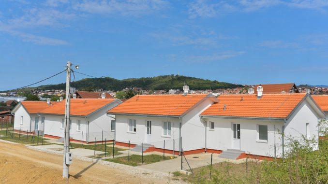 Uz podršku EU, 12 romskih porodica u Prokuplju dobilo nove stanove 4