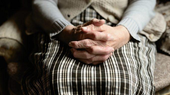 U ustanovama socijalne zaštite i domovima za stare zaraženo 669 korisnika i 398 zaposlenih 2