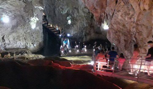 Rekordna posećenost Stopića pećine 6