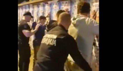 Novaković: Interventna policija legitimisala aktiviste Narodne stranke zbog plakata (VIDEO) 14