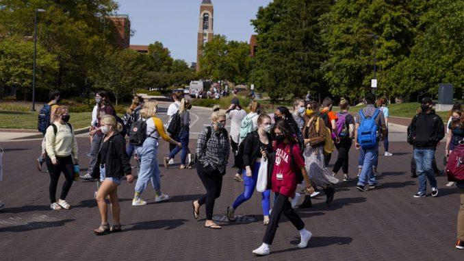 Veliki skok infekcija korona virusa na koledžima u SAD 3