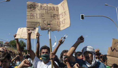 Na Lezbosu protestovalo oko hiljadu migranata uzvikujući Sloboda i Nemačka 10