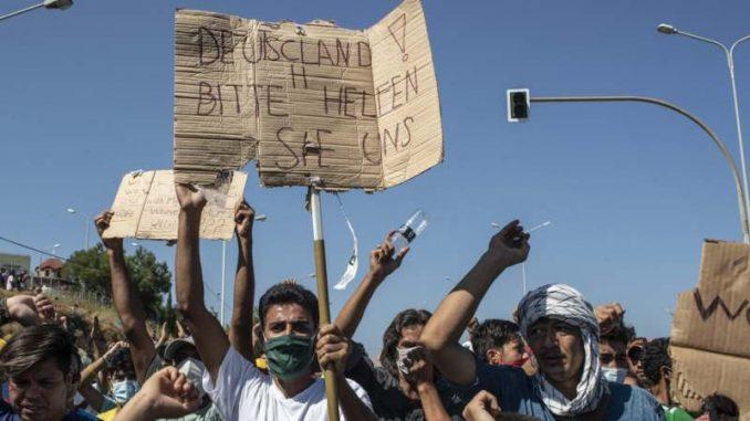 Na Lezbosu protestovalo oko hiljadu migranata uzvikujući Sloboda i Nemačka 3