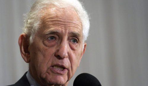 Uzbunjivač Danijel Elzberg, koji je objavio Papire Pentagona, svedočio u korist Asanža 8
