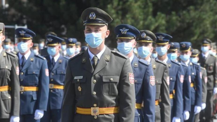 Promovisani najmlađi oficiri, Vučić poručio da su država i građani ponosni na vojsku (FOTO) 3