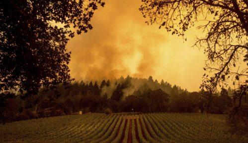 U požarima u Kaliforniji tri osobe poginule, evakuisano 70.000 ljudi 1