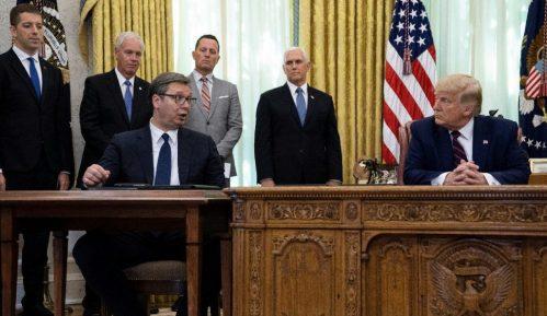 Kako su drugi zvaničnici sedeli kod Trampa u doba korone? 1