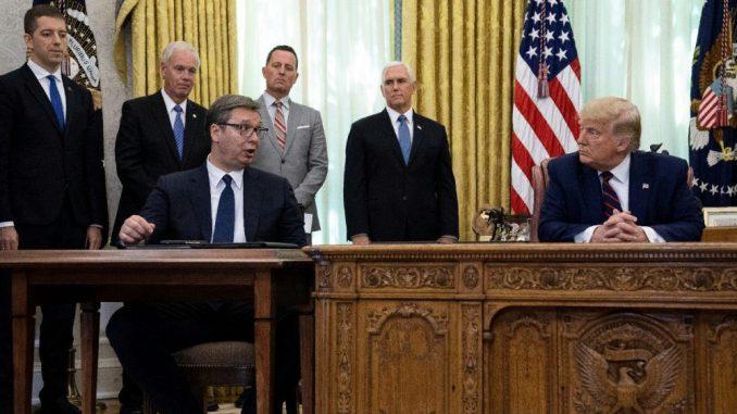 Kako su drugi zvaničnici sedeli kod Trampa u doba korone? 4