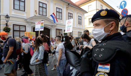 U Zagrebu na gej paradi zahtevano za izjednačavanje prava svih porodica (FOTO) 13