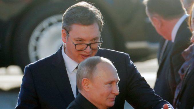 Grupa srpskih intelektualaca pozvala Putina da Vučiću oduzme ruski orden 3