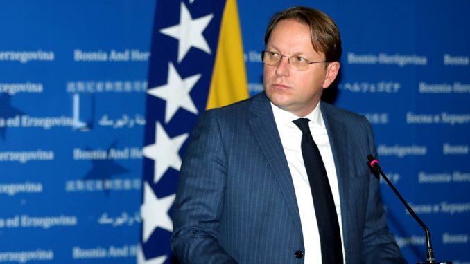 Varhelji stigao u Sarajevo, uručio prvi kontingent vakcina iz EU za BiH 1