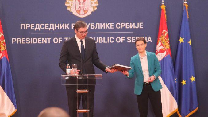 """""""Bezobrazno je poređenje Vučića i Đinđića"""" 3"""