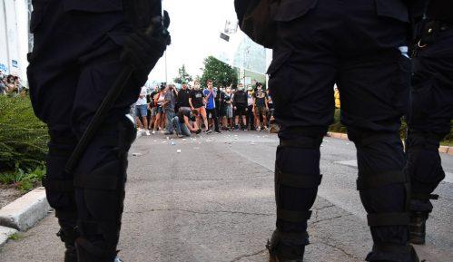 Još uvek nepoznat identitet policajaca koji su tukli građane 12