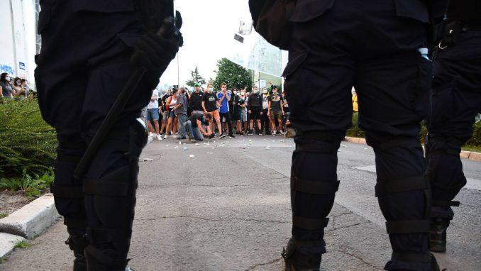 Još uvek nepoznat identitet policajaca koji su tukli građane 2