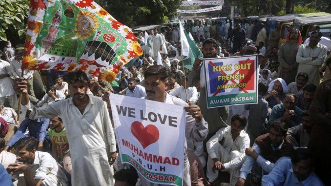 Hiljade u Bangladešu protestovale protiv francuskih karikatura 1