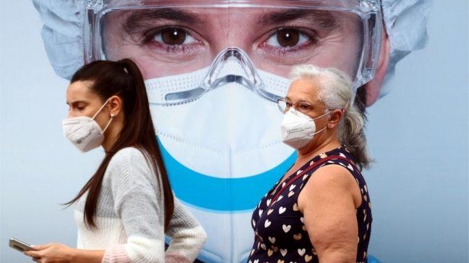 Korona virus: Epidemiolozi u Srbiji kažu da se teško može izbeći treći talas, u Britaniji pacijentima najavljuju otkazivanje operacija 4