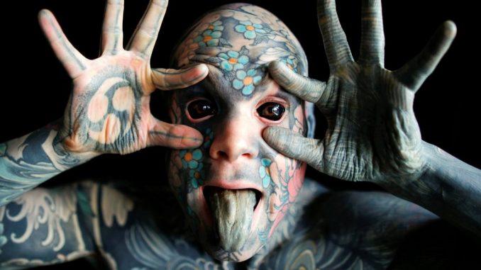 Tetovaže u Francuskoj: Više ne može da bude vaspitač u jaslicama jer plaši decu 2