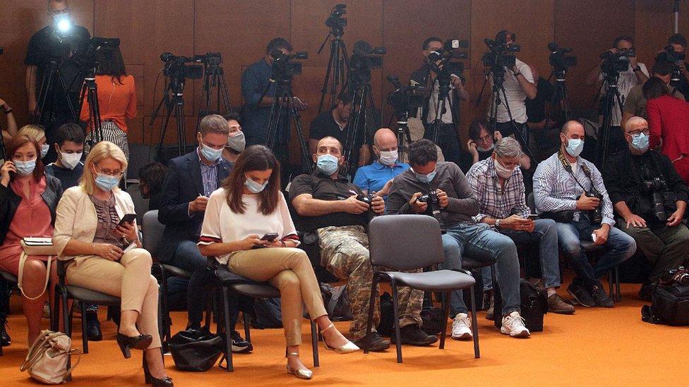 korona, maska, maske, novinari