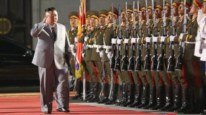 Severna Koreja: Kim Džong-Un prisustvovao vojnoj paradi, prikazane interkontinentalne rakete 5