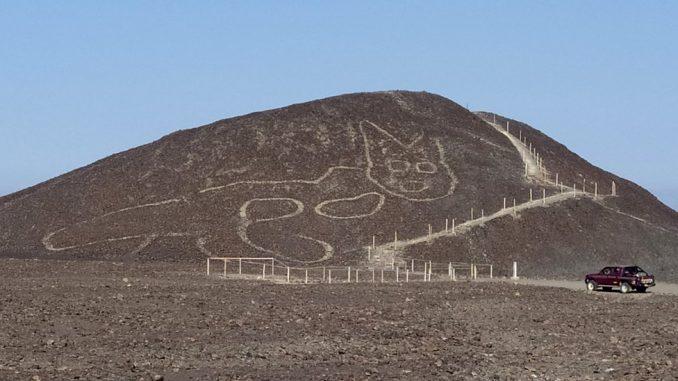 Arheologija i Peru: Figura ogromne mačke stara 2.000 godina otkrivena u pustinji 2