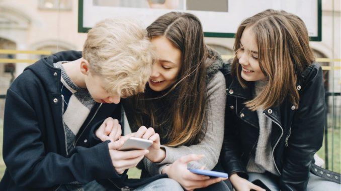 """Društvene mreže, tehnologija i privatnost: EU """"češlja"""" Instagram zbog podataka o maloletnoj deci, Fejsbuku preti kazna 4"""