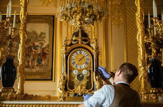 Kraljevska porodica i promena vremena: Čovek koji ručno menja kazaljke na stotinama satova u Vindzoru 4